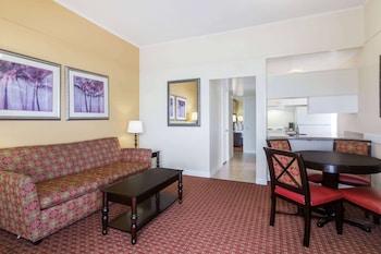 Honeymoon Suite, 1 King Bed, Non Smoking (One-Bedroom Suite)