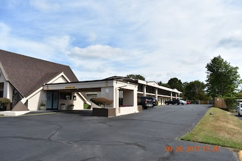 Hotel - Skybridge Inn & Suites