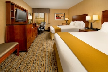 Guestroom at Holiday Inn Express Fairfax - Arlington Boulevard in Fairfax
