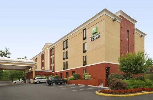 . Holiday Inn Express Fairfax - Arlington Boulevard, an IHG Hotel