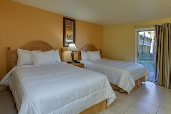 Superior Suite, 2 Double Beds and 1 Murphy Bed, Pool View