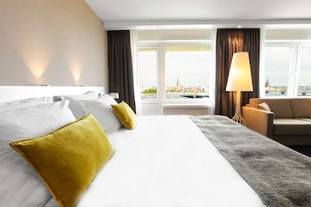 Junior Suite (River & Old Town View)