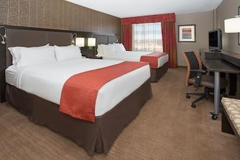 Room, 2 Queen Beds, Non Smoking, Mountain View