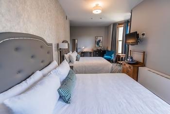 Estate Two Queen Room