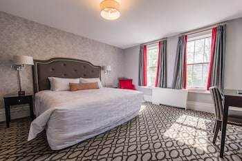 Estate Queen Room