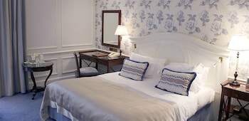 Superior Room, 1 King Bed, Courtyard View (City or Courtyard View)