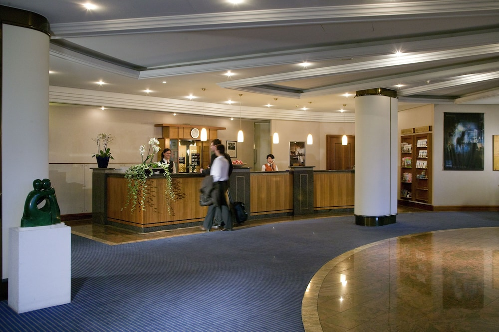 Hotel : Interior Entrance 1 of 118