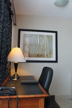 Executive Room, 1 King Bed, Non Smoking, Refrigerator & Microwave