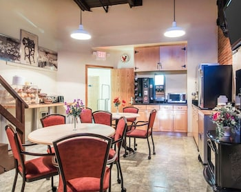 Econo Lodge - Breakfast Area  - #0