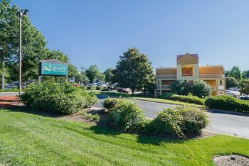 Quality Inn & Suites Medical Park photo