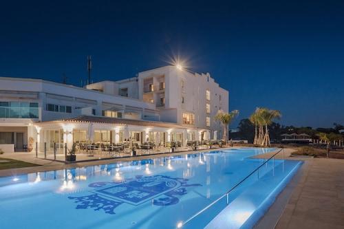 . Dona Filipa Hotel