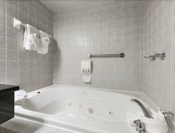 Room, 1 Queen Bed, Non Smoking, Jetted Tub
