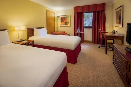 . M40 J15 Warwick Hotel