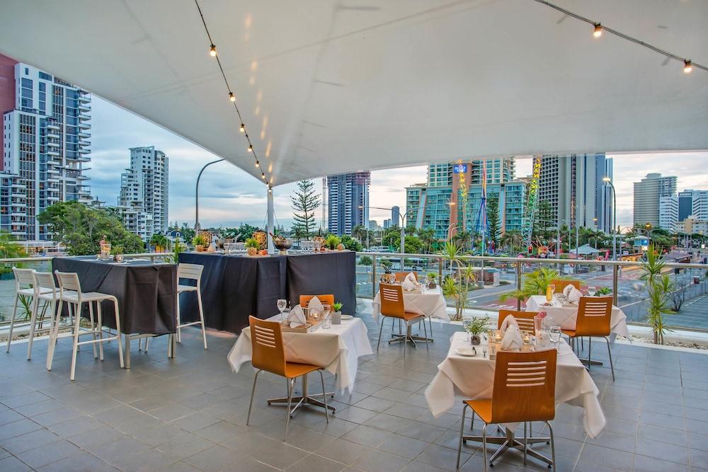 만트라 온 뷰 호텔(Mantra on View Hotel) Hotel Image 15 - Restaurant