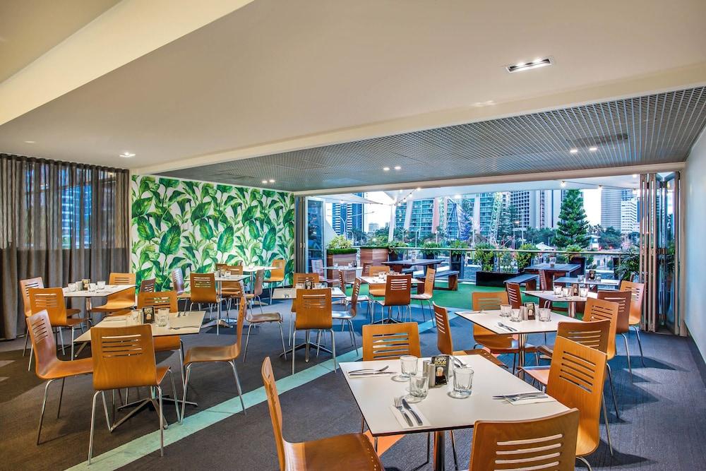 만트라 온 뷰 호텔(Mantra on View Hotel) Hotel Image 34 - Restaurant