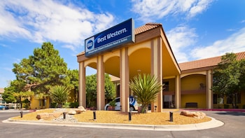 Best Western Airport Albuquerque InnSuites Hotel & Suites photo