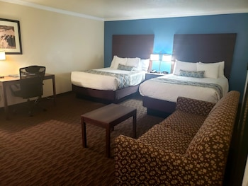Standard Room, Multiple Beds, Non Smoking, Refrigerator & Microwave (with Sofabed)