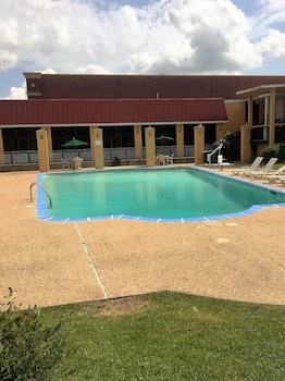 Motel 6 Thibodaux LA - Outdoor Pool  - #0