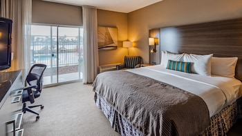 Traditional Room, 1 King Bed, Water View
