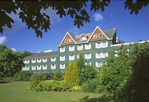 . Metropole Hotel and Spa