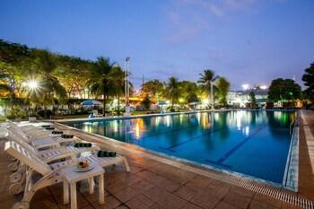 Hotel - Surabaya Suites Hotel