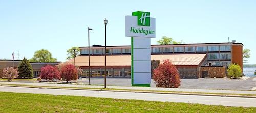 . Holiday Inn Detroit Lakes, an IHG Hotel