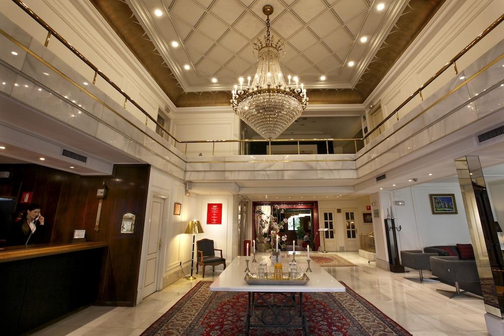 Hotel Lopez de Haro, Featured Image