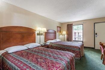 Guestroom at Days Inn by Wyndham Camp Springs Andrews AFB in Camp Springs