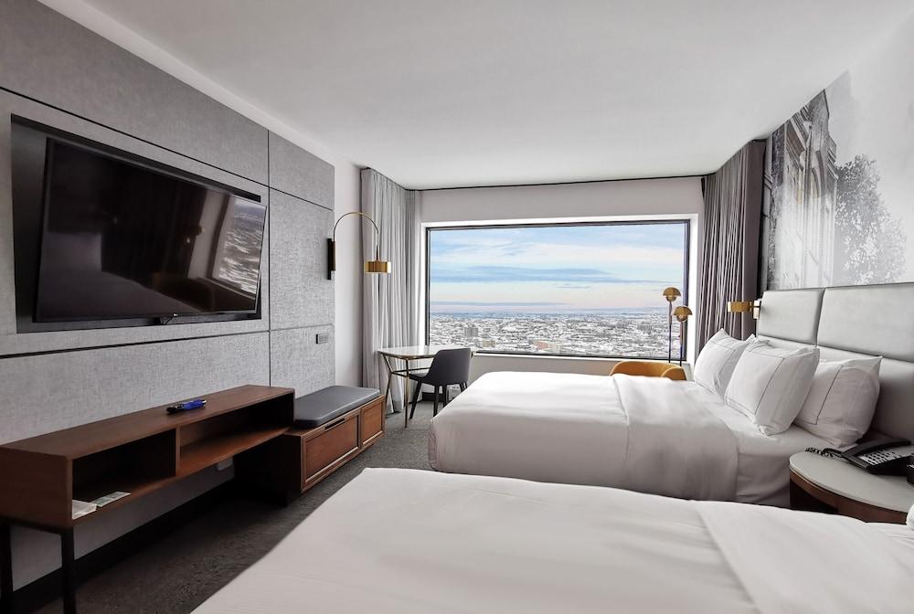 https://i.travelapi.com/hotels/1000000/20000/11000/10930/2397b7fa_z.jpg