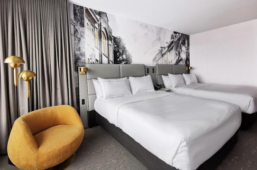 https://i.travelapi.com/hotels/1000000/20000/11000/10930/3407ea14_z.jpg