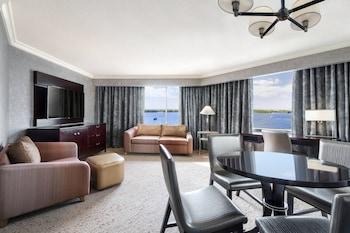 Junior Suite, 1 King Bed, Non Smoking, Lake View