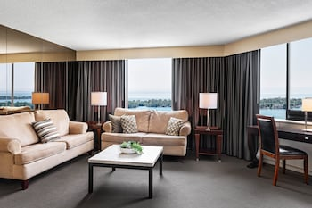 Suite, 2 Bedrooms, Non Smoking, Lake View