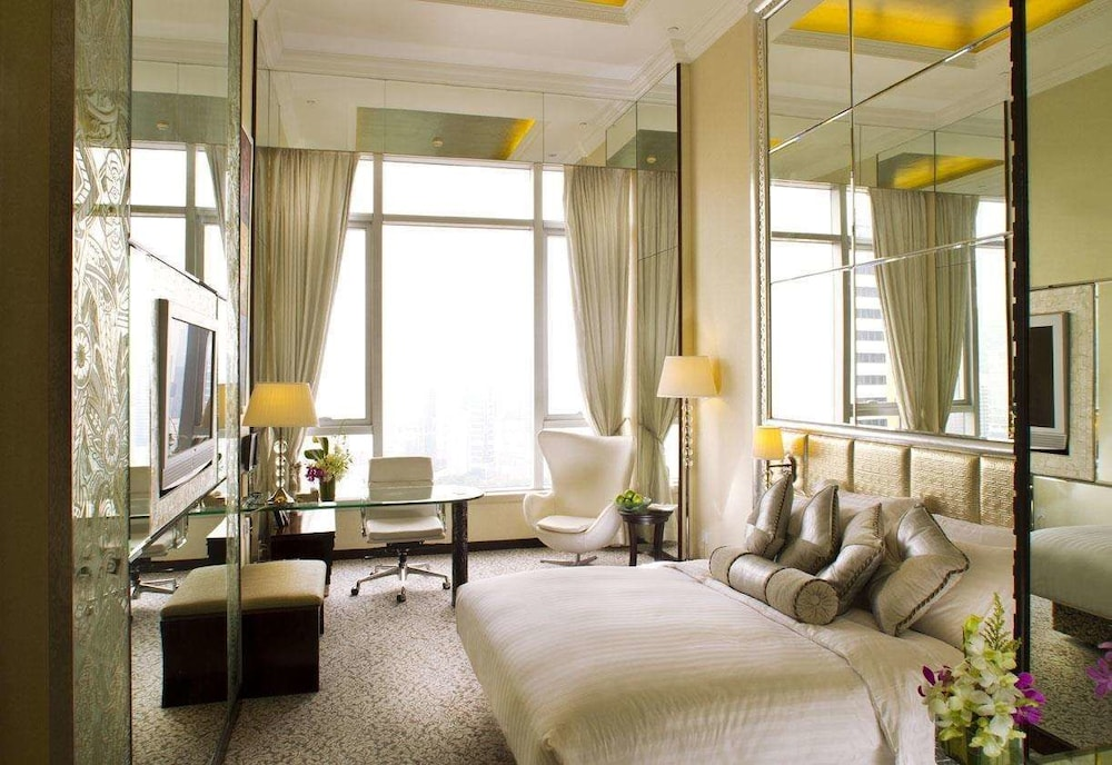 Deluxe Suite-Standard Chartered Promotion