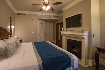 Standard Room, 1 Queen Bed, Fireplace