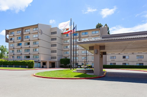 . Crowne Plaza Silicon Valley N - Union City, an IHG Hotel