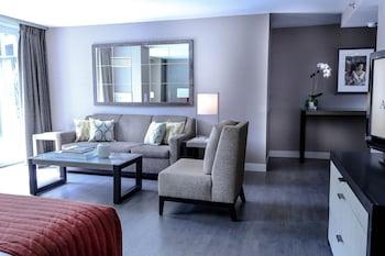Guestroom at Avenue Suites in Washington