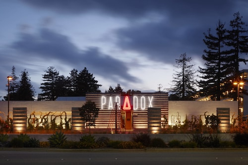 . Hotel Paradox, Autograph Collection