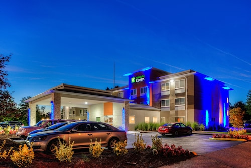 . Holiday Inn Express Newberg - Wine Country