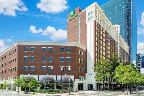 . Holiday Inn Charlotte Center City