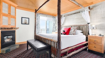 Superior Room, 1 King Bed (Waterfront)