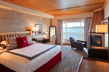 Deluxe Room, 1 King Bed (Waterfront)