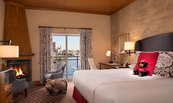 Deluxe Room, 1 King Bed (Dockside)