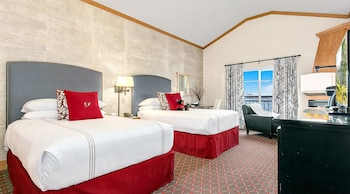 Deluxe Room, 2 Double Beds (Waterfront)
