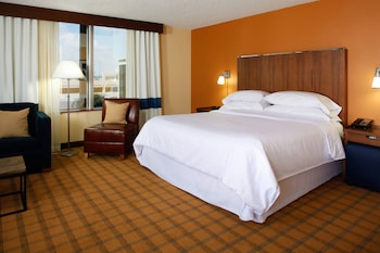 Junior Suite, 1 King Bed, Jetted Tub