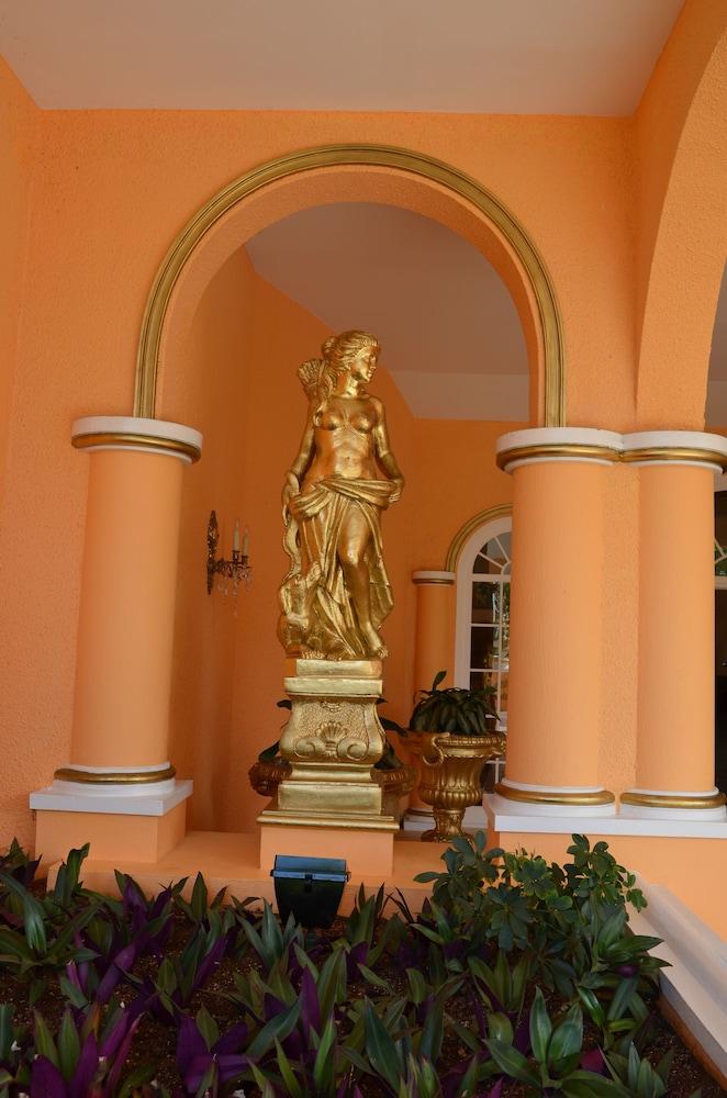 코코 리프 버뮤다(Coco Reef Bermuda) Hotel Image 37 - Exterior detail