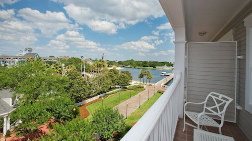 Disney's Yacht Club Resort image 38