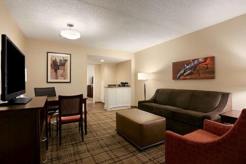 . Embassy Suites by Hilton Cleveland Beachwood