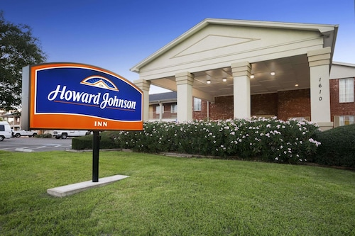 . Howard Johnson by Wyndham Beaumont