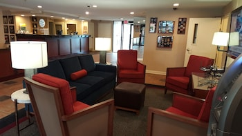 Lobby Sitting Area at Comfort Inn at Joint Base Andrews in Clinton