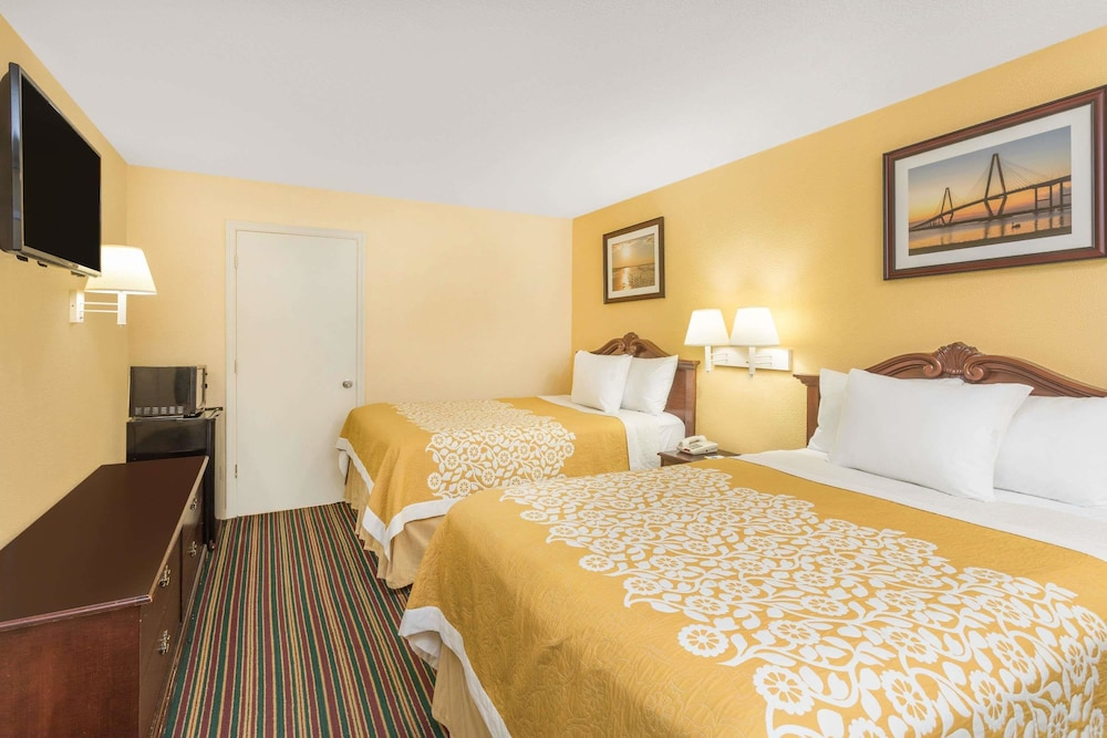 Room : Double Room, 2 Double Beds, Accessible 5 of 53